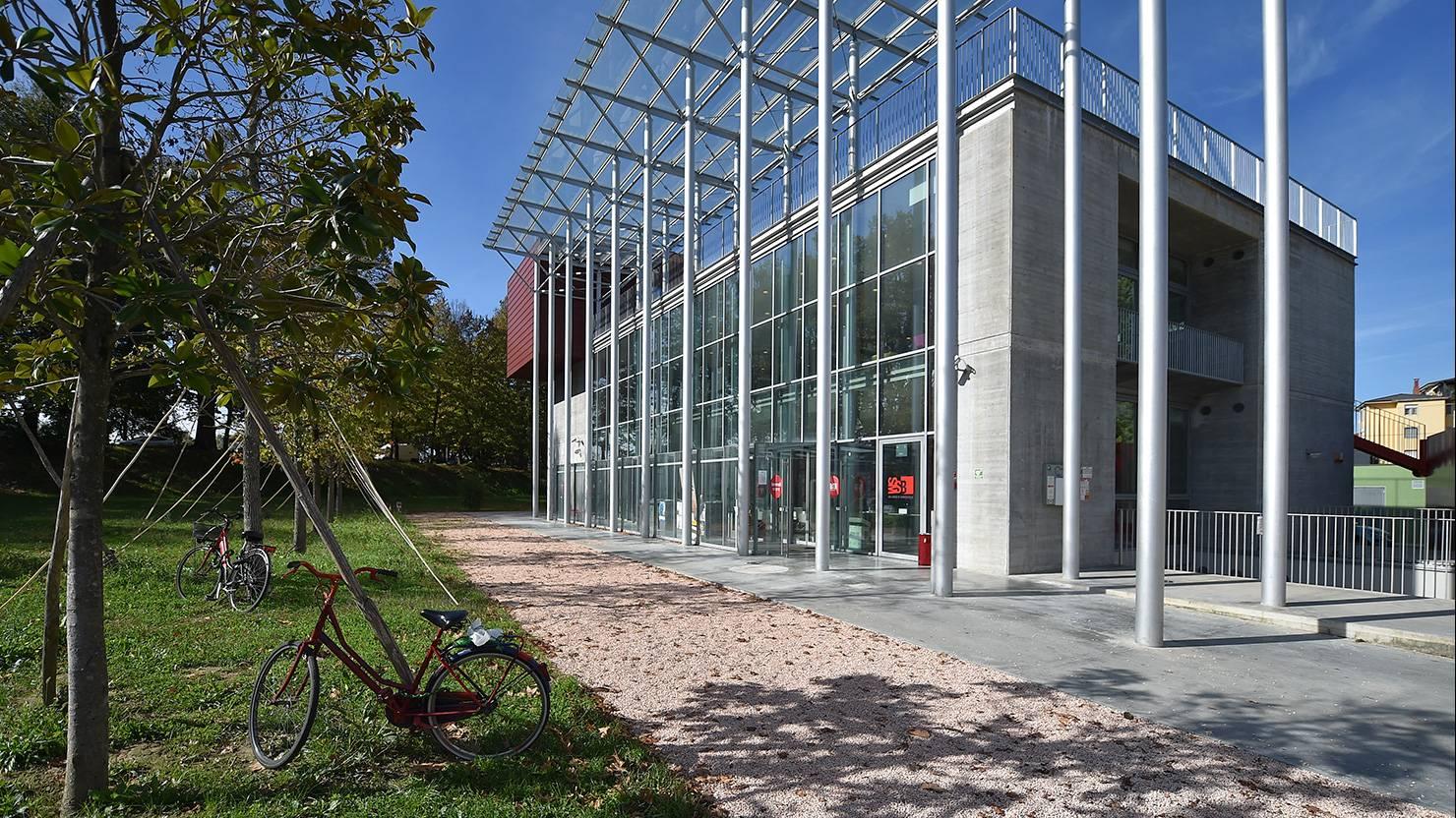 facciata-acciaio-zincato-biblioteca-di-pisa-mario-pasqualetti-e-fabio-daole-3_project_big