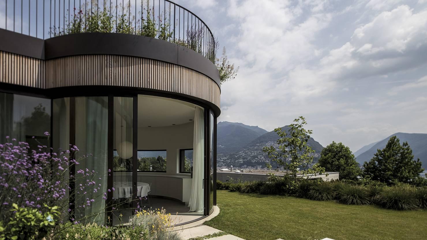 acciaio-zincato-facciata-alzante-scorrevole-maria-venco-corinna-cappa-villa-sul-lago-4_project_big