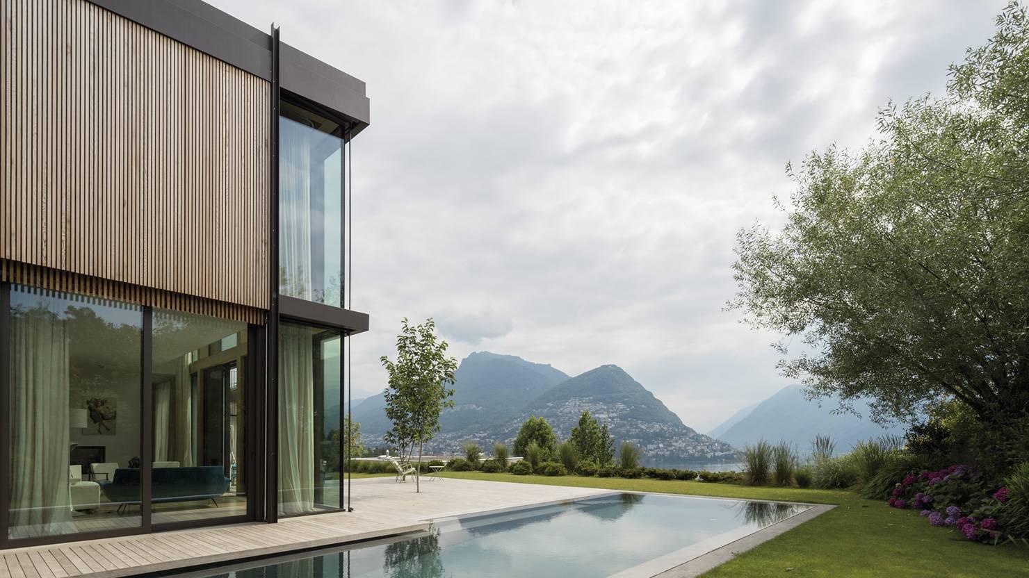 facciata-alzante-scorrevole-acciaio-zincato-villa-sul-lago-maria-venco-corinna-cappa-3_project_big