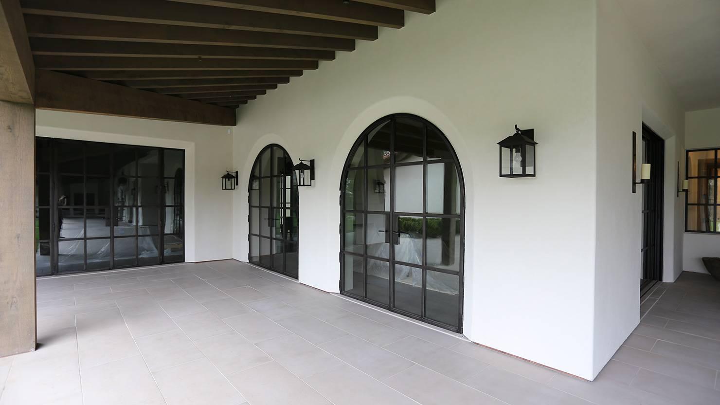 acciaio-zincato-serramenti-facciata-villa-moresca-marmol-radziner-architecture-3_project_big